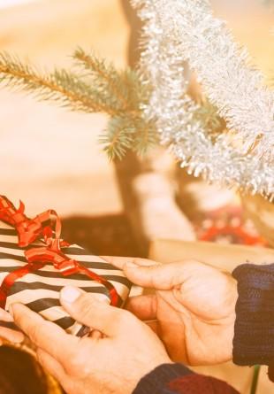 TOLBA LUI MOŞ CRĂCIUN: Cadourile de pus sub brad pentru el
