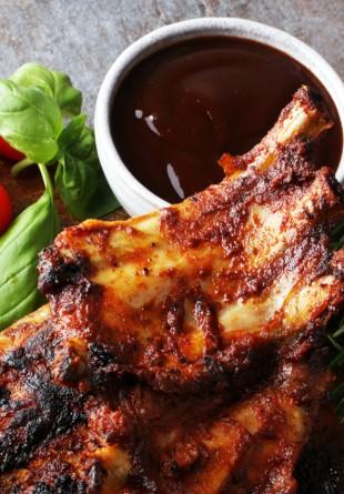 2 sosuri delicioase pentru carne și legume la grătar