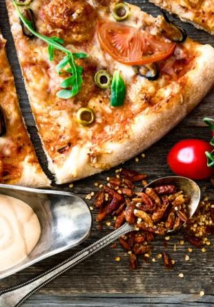 5 idei de pizza delicioase și ușoare de vară!