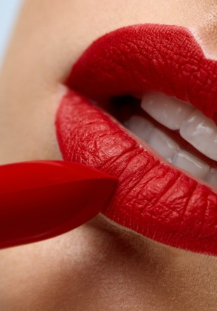 4 trucuri pentru buze mai pline